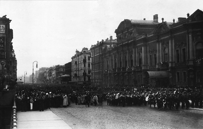 Торжественное шествие по Невскому проспекту моряков крейсера «Варяг» и канонерской лодки «Кореец» — героев сражения с японской эскадрой.