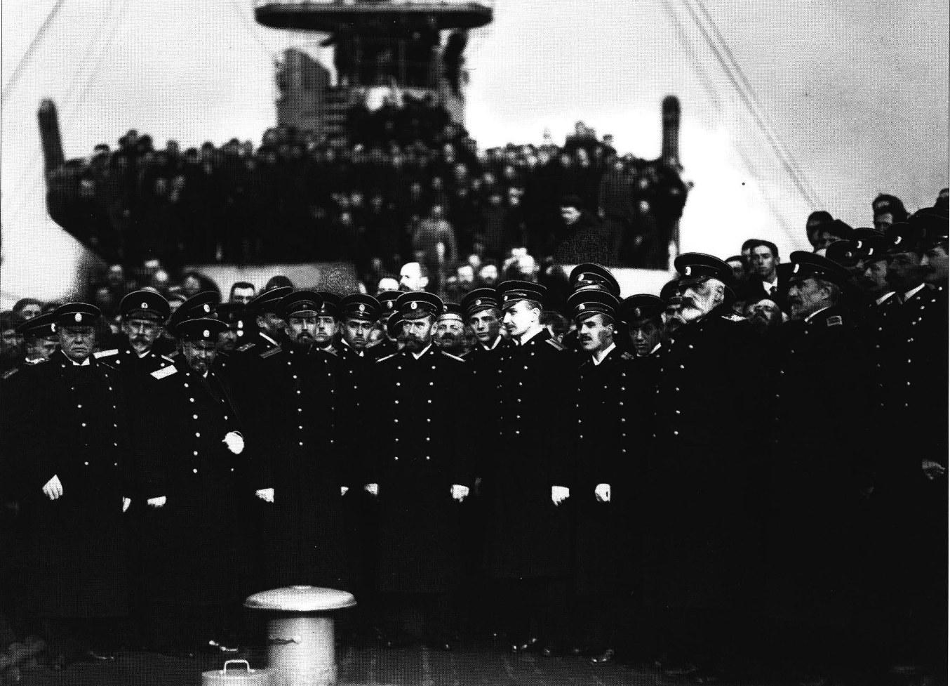 Император Николай II и морской министр И.К. Григорович среди офицеров строящегося линкора «Петропавловск». Санкт-Петербург. 1914